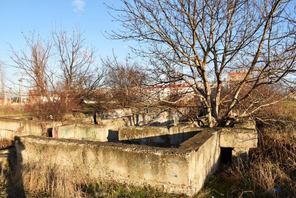 Пустые котлованы под несостоявшимися многоэтажками