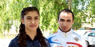 Золотой призер первенства Европы по боксу Нуне Асатрян со своим тренером Рафиком Гукасяном.