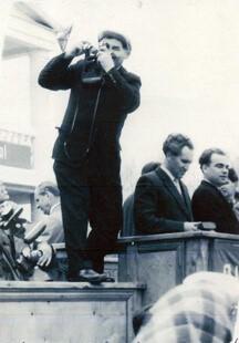 НА СНИМКЕ: Михаил Безродний на демонстрации в 1966 году во время работы.