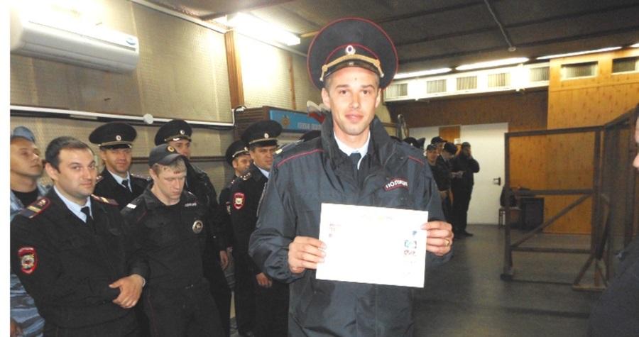 Победитель краевого полицейского конкурса среди сотрудников ИВС ст. сержант А. Лучанинов.