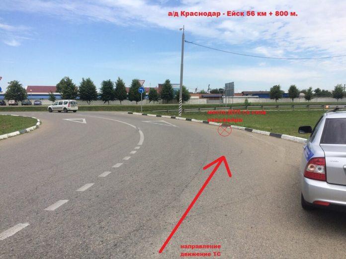 место где предположительно автомобилем «Деу Нексия» белого цвета) допустил съезд с проезжей части на препятствие (бордюрный камень)
