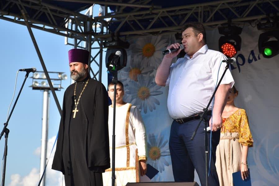 обратились исполняющий обязанности главы района Владимир Добрывечер
