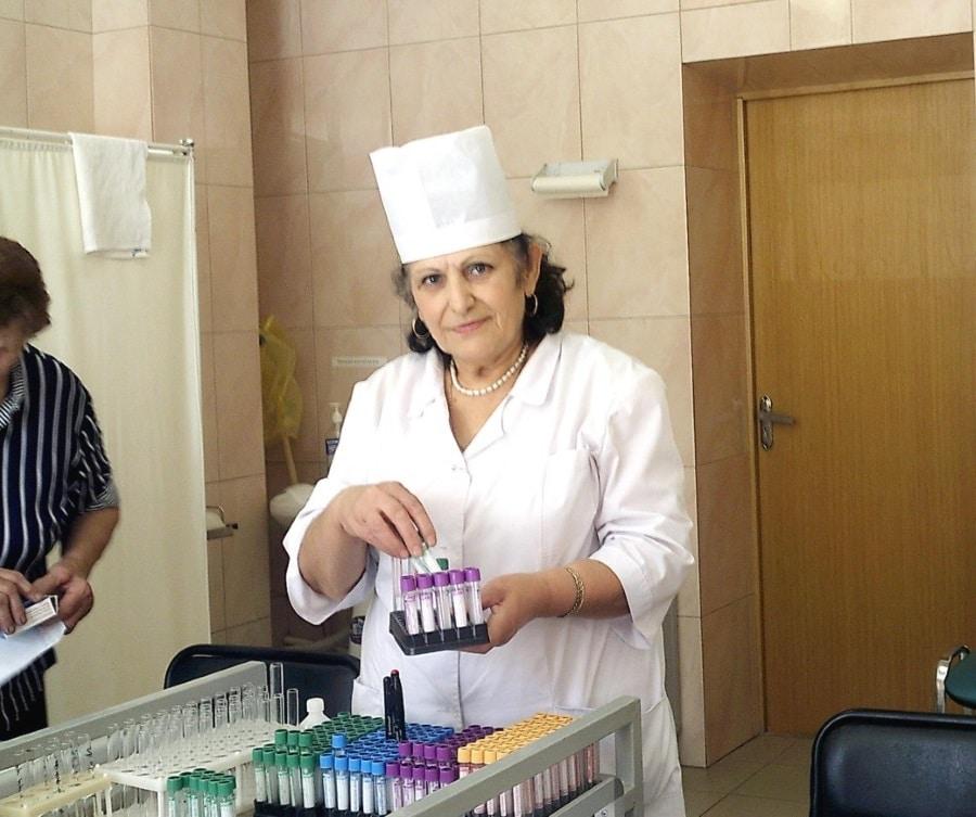 Старейший работник процедурного кабинета и ветеран муниципального здравоохранения Ася Степановна Миракян