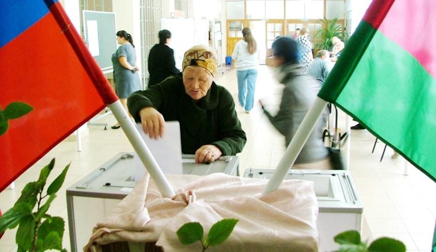 Голосование на выборах мэра Тимашевска в 2013 г. Это было последнее «всенародное» голосование: сейчас глав городов и муниципальных районов избирают на сессиях соответствующих Советов депутатов.