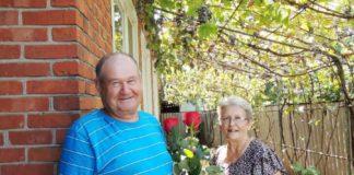 Александр Федорович Тараненко с женой Марией Петровной в день своего 70-летия. Кубань, станица Роговская, 16 августа 2017 года.