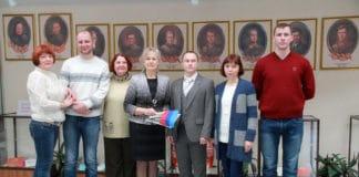 https://antispryt.ru/wp-content/uploads/2018/12/Direktor-timashevskogo-muzeya-semi-Stepanovyih-N.-V.-Bombizova-prinimaet-kolleg-iz-Donetskoy-i-Luganskoy-narodnyih-respublik.jpg