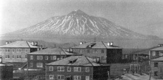 https://antispryt.ru/wp-content/uploads/2019/03/YUzhno-Kulisk-na-fone-vulkana-Tyatya.jpg